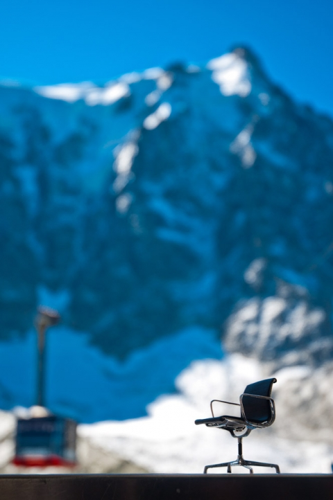 Mini Eames Eames executive in the Swiss-French Alps